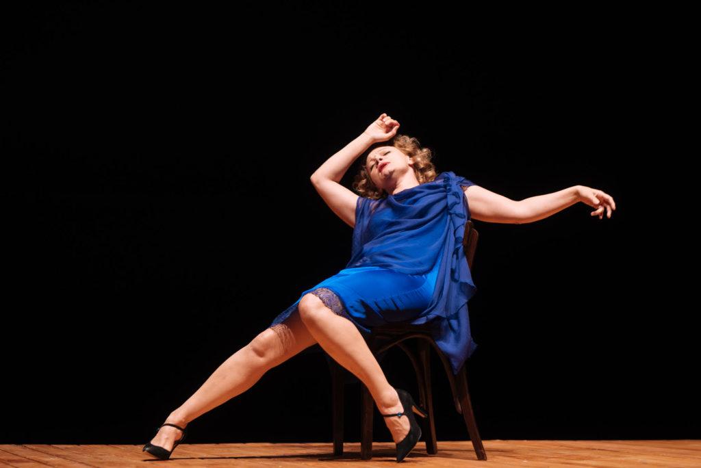 """Ofelia Popii în spectacolul """"Cui i-e frică de Virginia Woolf"""" foto: Adi Bulboacă"""