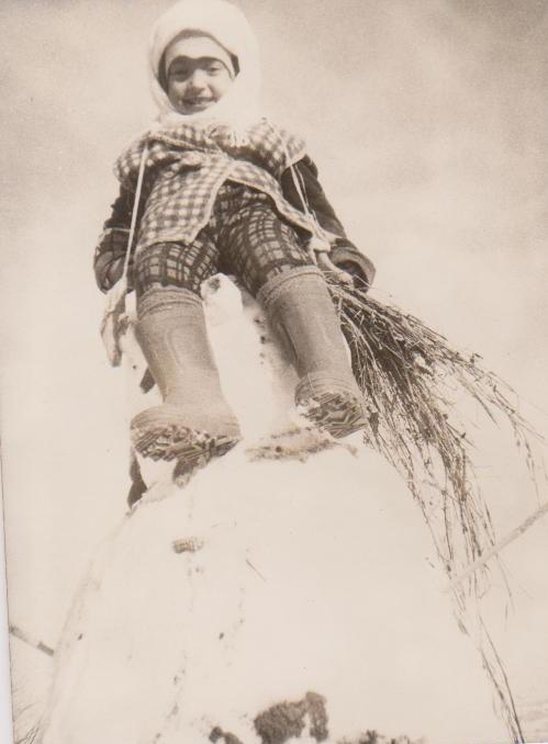 Magda pe un om de zăpadă, 3 ani, satul Vârlănești