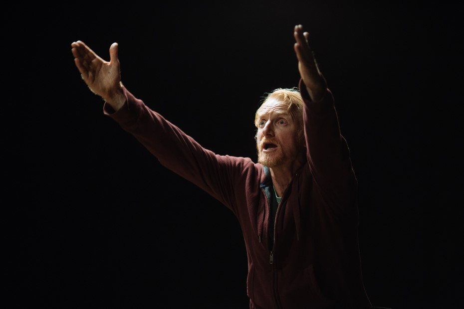 Richard Bovnoczki în The Sunset limited, la Unteatru Foto: Adi Bulboacă