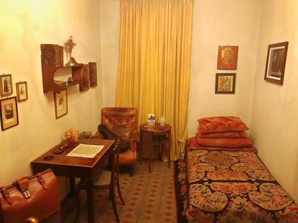 Dormitorul lui George Enescu foto: București, frumos mai ești/ Facebook