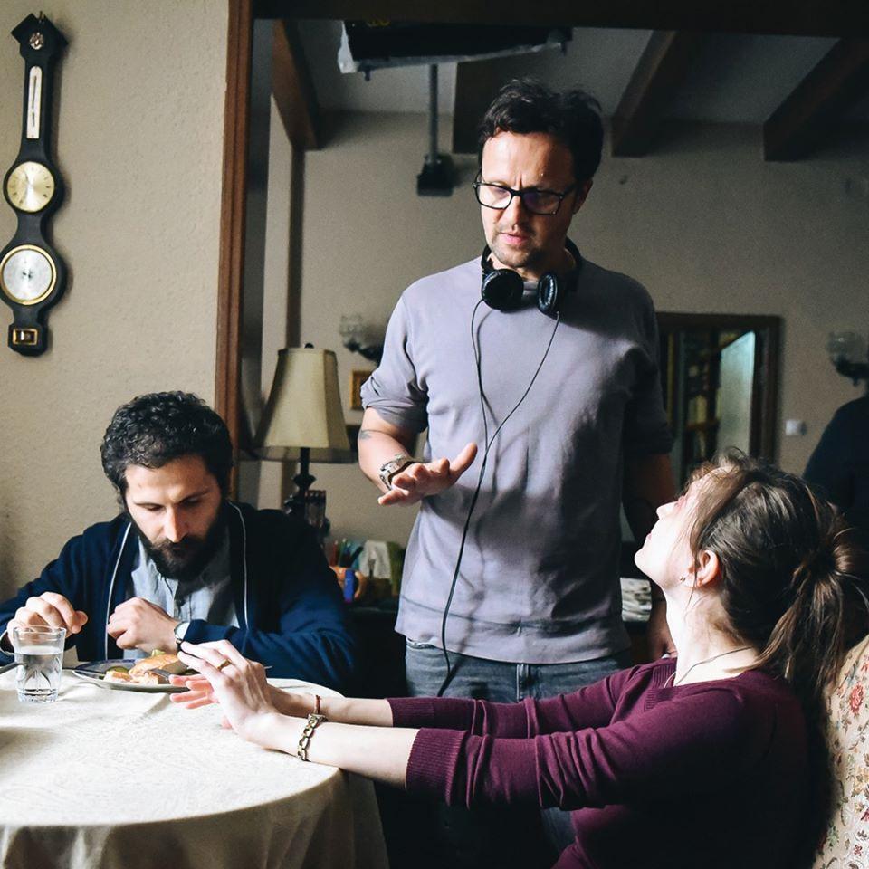 Irina Rădulescu ascultând indicațiile regizorului Dorian Boguță foto: Alex Damian/ Urma Facebook