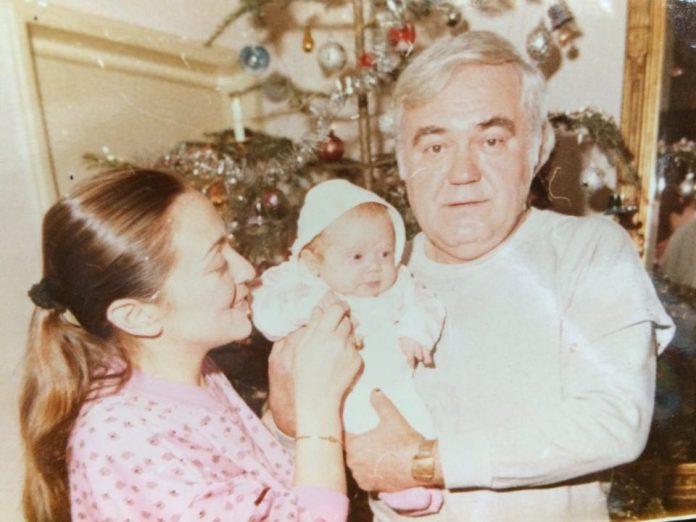 Irina Rădulescu în brațele tatălui său, Dem Rădulescu foto: arhiva personală