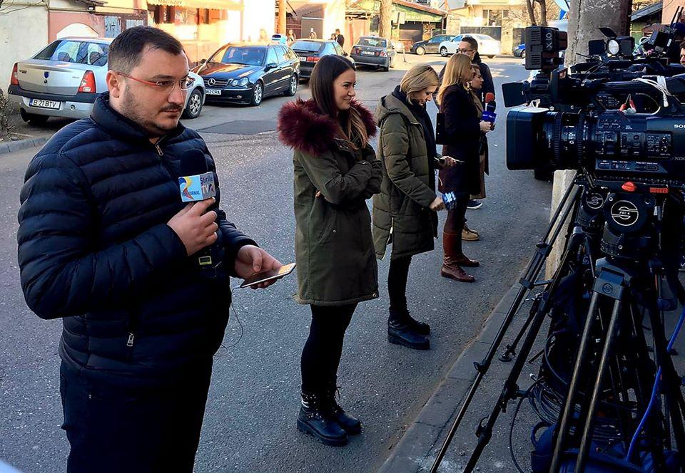 Jurnaliștii televiziunilor pregătiți de direct foto: Dragoș Porojnicu