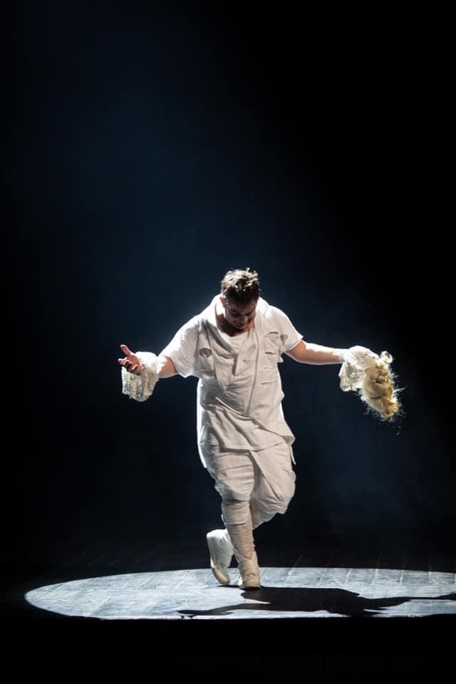 Pavel Bartoș pe scena Teatrului Odeon