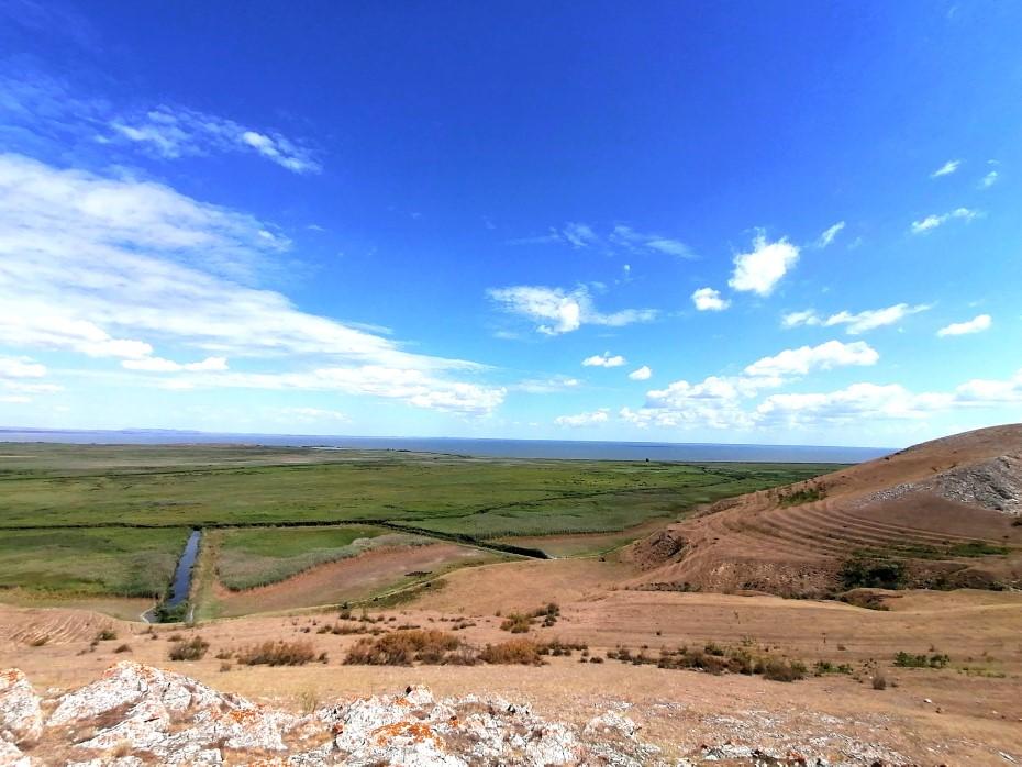 Vedere de la Enisala spre Lacul Razim și Marea Neagră foto: Cultura la dubă