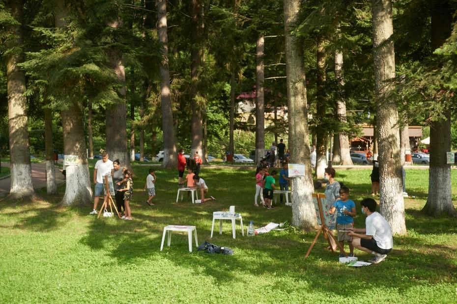 Atelier de pictură pentru copii, Slănic Moldova foto: Adi Bulboacă