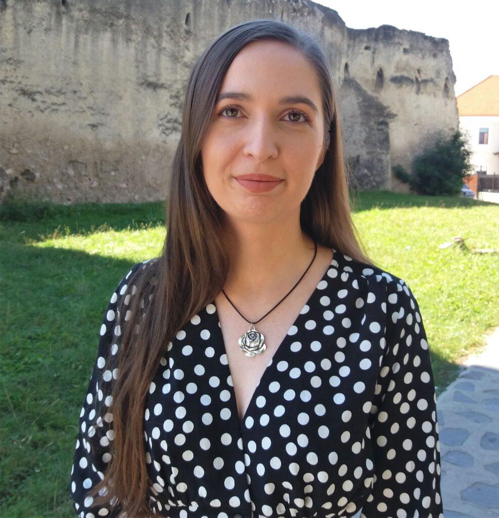 Cristina Tunegaru, profesoară