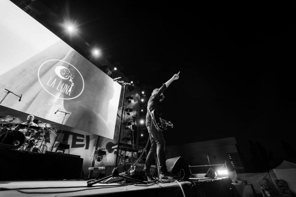 Om la lună/ foto: Cristian Mitran
