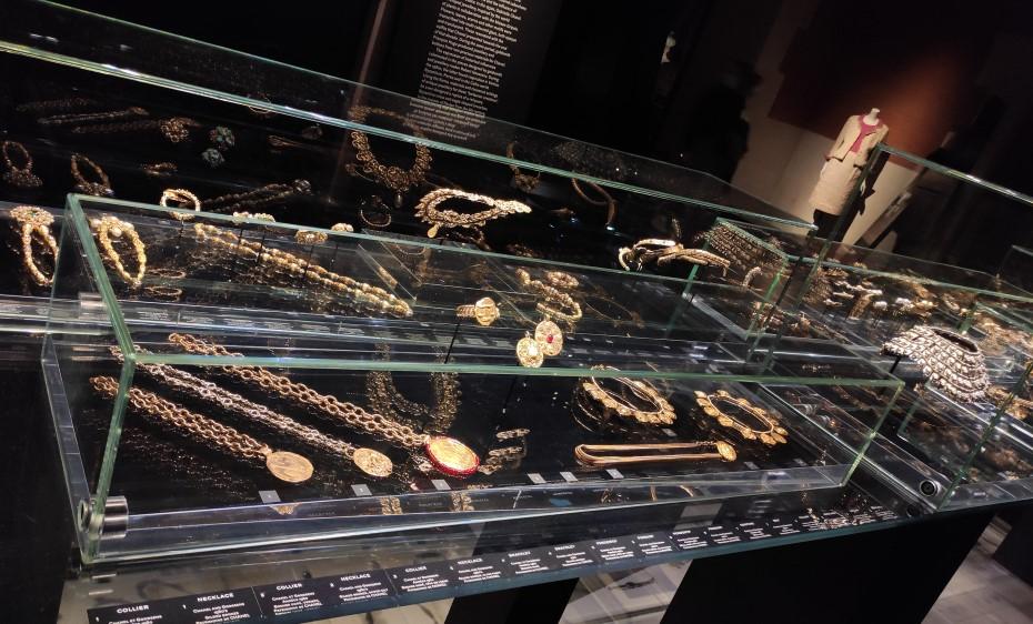 Bijuterii Chanel, expoziția Gabrielle Chanel. Manifeste de mode/ foto: Vlad Crosman/ Cultura la dubă