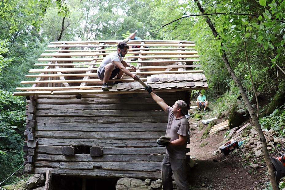 Voluntarii la lucru/ foto: Asociația Acasă în Banat