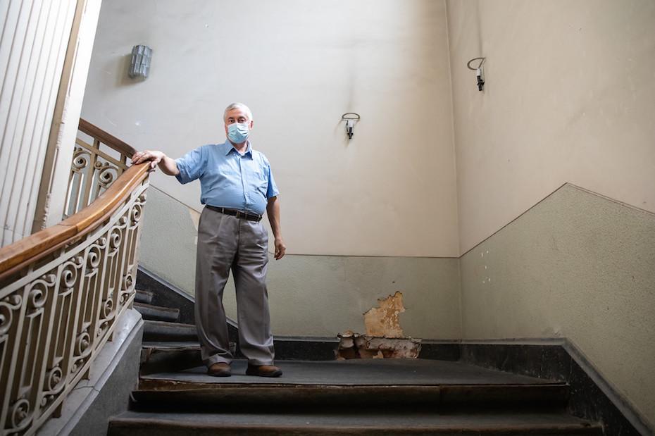 Ernest Oberlander pe scările MNIR/ foto: Bogdan Iordache/ PhotoCube