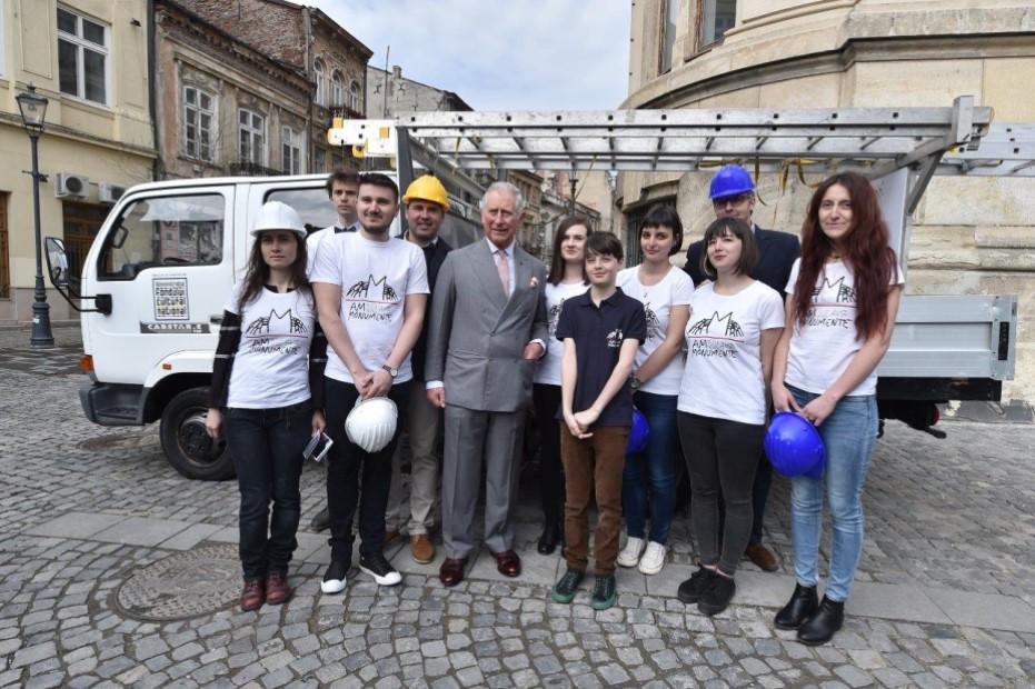 Voluntarii Ambulanței pentru Monumente și Prințul Charles/ foto: Ambulanța pentru Monumente