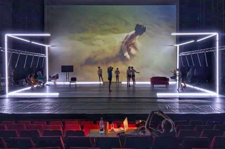 Repetiția spectacolului Inimă și alte preparate din carne, regia Radu Afrim, scenografia Irina Moscu
