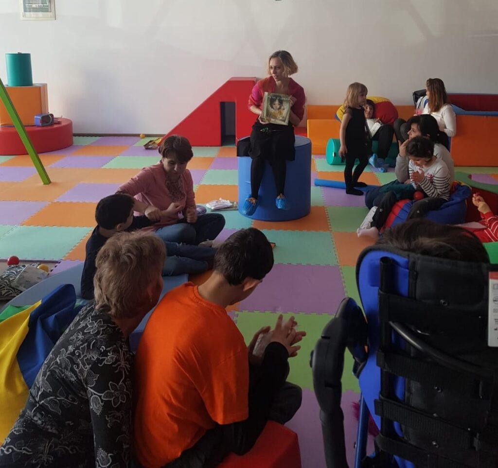 Lectură adaptată persoanelor cu dizabilități/ foto: Supereroi printre noi