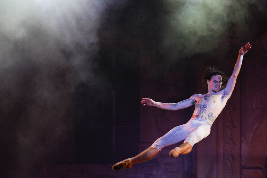 Sergei Polunin dansând pe Take me to church la TIFF, Bonțida/ foto: Raul Ștef