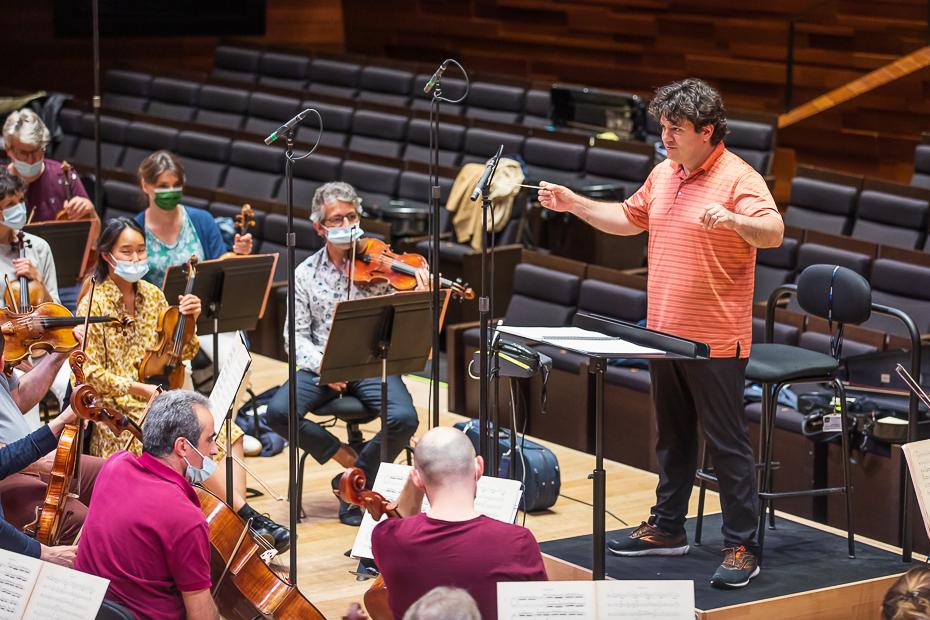 Cristian Măcelaru și Orchestra Națională a Franței la înregistrări/ foto: Bogdan Iordache/ Cultura la dubă